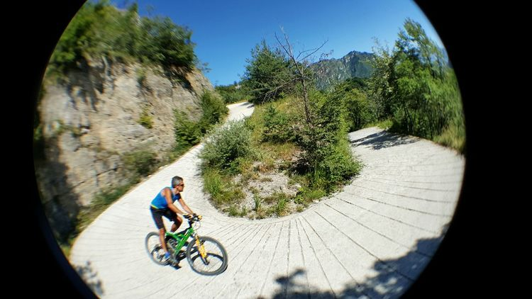 Gardasee Lake Garda Mountainbike Mountainbiking Nature Outdoors Men Street Blue Sky Mountain Bysicle Down Riding Italy Alto Adige Sport Hobby Alternative Fitness Sports The Color Of Sport The Following Snap A Stranger Feel The Journey On The Way Athleisure