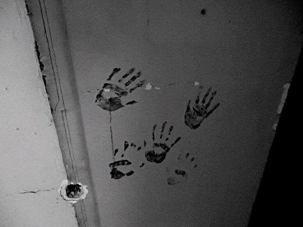 Blackandwhite Verlassene Klinik Abandoned Things Abandoned Hospital Abandoned Places Abandoned Switzerland Verlassen Schweiz Verlassene Orte Abandoned House Horrorart Finger Print Fingerprint Hands