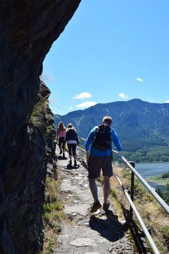 Feel The Journey met some nice people in Washington and went on an awesome hike up a place called Beacon Rock on the Columbia gorge