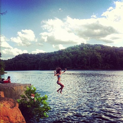 Ilovesummer Iphonesia Friends Graysonlake Diving Platform Diving Jumping Bikini Friend Rope Swing Diving Into Water Energetic Swimwear Stunt Mid-air Bikini Bottom The Portraitist - 2019 EyeEm Awards The Great Outdoors - 2019 EyeEm Awards