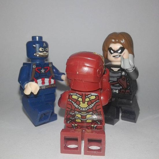Punch Him, Bucky! . . . . Captainamerica SteveRogers Ironman Tonystark WinterSoldier Bucky Jamesbarnes Civilwar Marvel Minifigures LEGO Legominifigures LegoSuperheroes