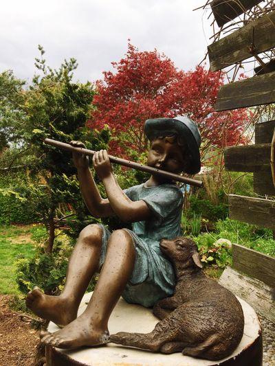 Statue Figurephotography Flöte Schaf  Musik Ruhe Und Stille Rote Blätter Baum Hölzler Freude