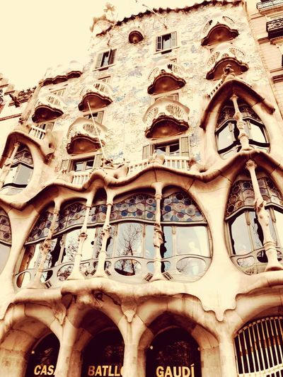 BacktoBarcelona#lovethiscity# Architecture Built Structure Building Exterior Arch Low Angle View No People The Past History Architectural Column Old Window