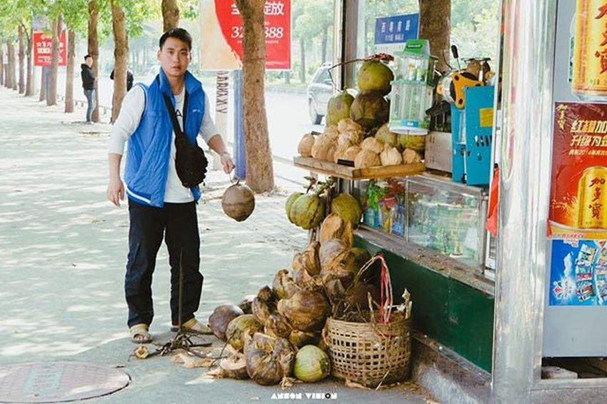 这里的书报亭总像一个小小的杂货铺 . 茂名 色彩 纪实 南香公园 Nex7