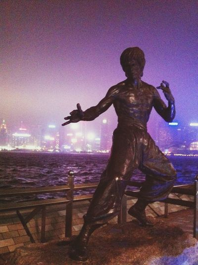 kung fu action hero Bruce Lee - avenue of stars HK Vacation Time