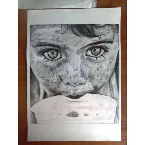Dibujo a mano. Dibujo A Lapiz Niño Tonos Grises A4