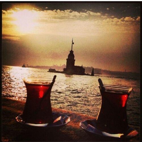 Hiçbirşey Olmasın Konuşmayalım Sadece çay içelim sevgilim üsküdar da kız kulesine karşı siirsokakta aşk özlem istanbul romantizm aşkınşehri günbatımı sahil üsküdar deniz manzara martılar doğa