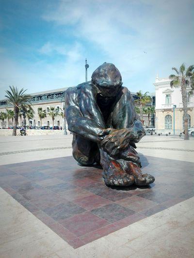 Cartagena a las víctimas del terrorismo Sculpture Esculturas Y Estatuas Homenaje Plazas J.J.D.R. Day Cartagena, España Headwear Men Sky