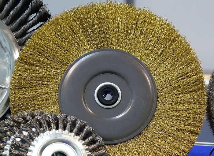Large industrial wire brush attachment with steel bristles Wire Brush Circle Metal Wheel Technology Steel Work Tool Industrial Tool Bristles Disk Attachment Carbon Steel Crimped Deburr
