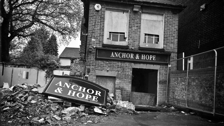 No Anchor and No hope. Architecture Pub