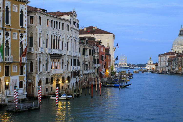 Canale Grande at dusk in Venice, Italy, Europe Canale Grande Grand Canal Tourist Attraction  Travel Venedig Venezia Architecture Building Exterior Built Structure City Dusk Europe Evening Evening Mood Italy No People Outdoors Sky Tourism Travel Destination Unesco World Heritage Venetien Venice Water