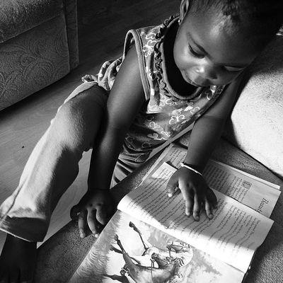 Bnw_city_streetlife Bnw_photografare Bnw_captures Baby Ilivewhereyouvacation Igfriends_love Instafoto_ve Ig_energy_bw Ig_caribbean Westindies_bnw Wu_caribbean Reading Books Love Awesomecaptures Ourbestshot Grenada