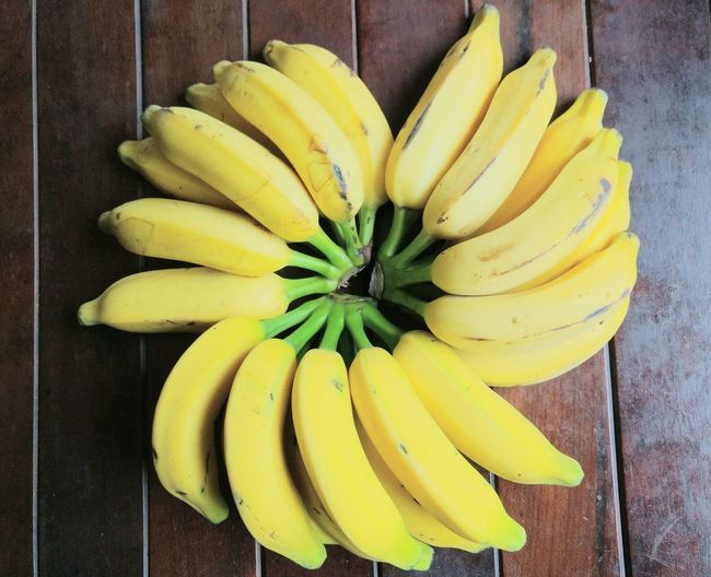tropical saúde Eyeem Market Healthyfood Banana Prata Tropical Fruits Banaras Wood Background Circle Flower Style Banana Peel Yellow Directly Above Banana Pineapple High Angle View Ripe Close-up Food And Drink Tropical Fruit