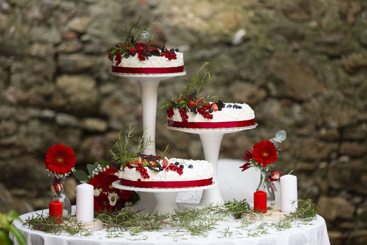 Red roses on table