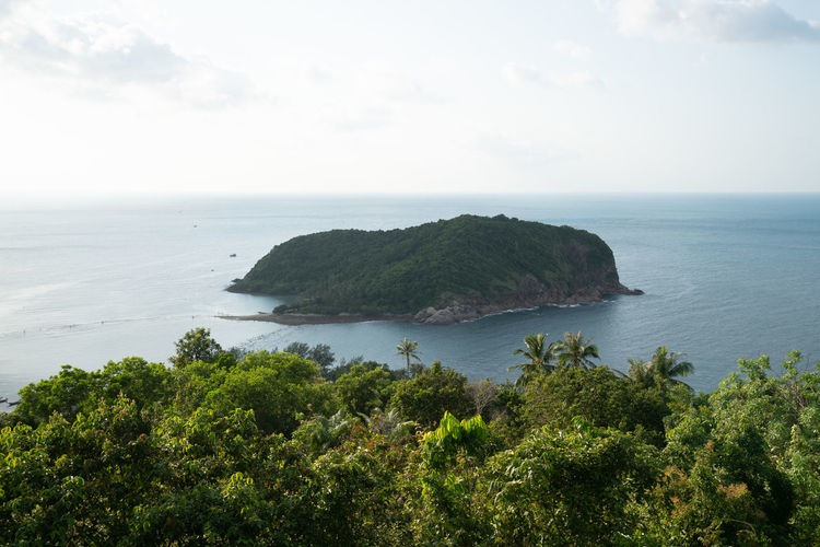 small island Scenics - Nature Horizon Over Water Sky Horizon Beauty In Nature Tranquil Scene Tranquility No People Island Non-urban Scene Outdoors Thailand Islandlife Ocean And Sky Small Island Holiday Travel Destinations Travel Photography Scenics Scenery High Angle View Moutain View Ocean View Sea Green Color