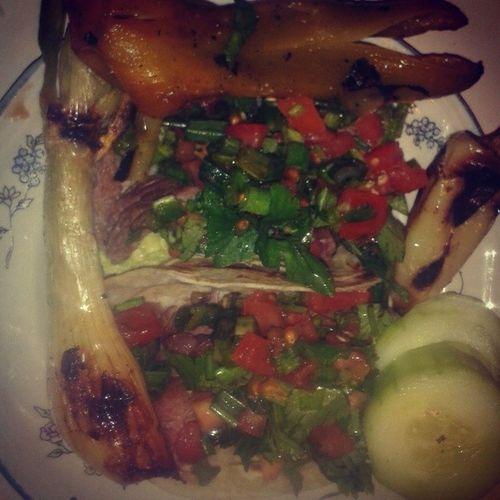 Mi comidita de hoy Tacos Carneasada Cebollitas Pepinos chiles