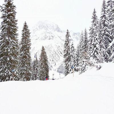 Next blog post online about skiing day with @gregsideris at Arlberg @lechzuers. Check it out at teufelsbeitrag.com. - - Austrianblogger Bloggerat Skiresort Skiing Winterwonderland Xc90 Volvomoment  Mylechzuers Lechzuers Galaxys6edgeplus Winter Snow Enjoy Oberlech Igersaustria Love Feelingfree Dailydose Travelwithtjd Bergmomente2016
