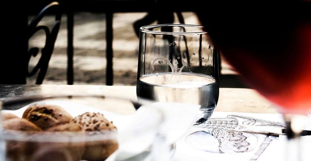 Acqua Ambientazione Esterna Bicchiere Centro Storico Palermo Drink Drinking Glass Food Food And Drink Italy No People Palermo Pane Pavimento Pranzo Refreshment Ringhiera San Franesco Palermo Selective Focus Sicily Table Tavolo Via Vittorio Emanuele Palermo