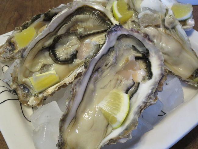 生で食べる牡蠣もまた格別。潮の香りが鼻腔の奥で香ってきました。 Oyster  Oysters カギ 牡蠣