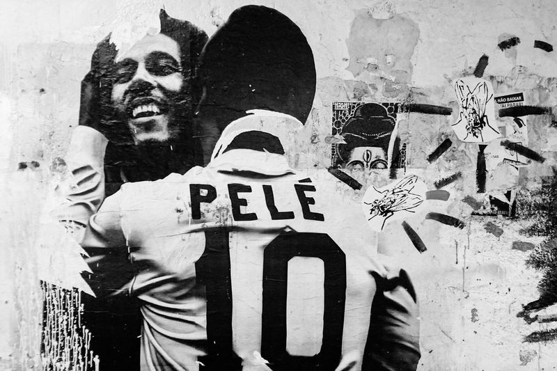 Pelé hugs Bob