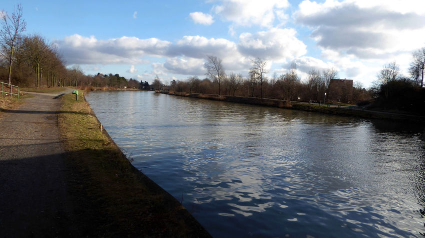 Sunny Winter Day Love That Place.❤ Am Mittellandkanal In Hannover Lazy Sunday ❤ Enjoyinglife  Enjoying Myself For My Friends 😍😘🎁 Tranquil Scene Enjoying The Veiw  Beauty In Winter😍 Tranquility Beauty In Nature No People Enjoy The Little Things Bicycling Bicycle Trip