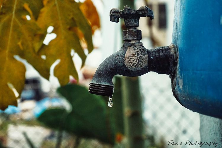 Sony A6000 Sony Plumber Water Drops Falling Drop Drop EyeEm Best Shots EyeEm Gallery Close-up Close Up Point Of View From My Point Of View Check This Out Old Drop Of Water Taking Photos