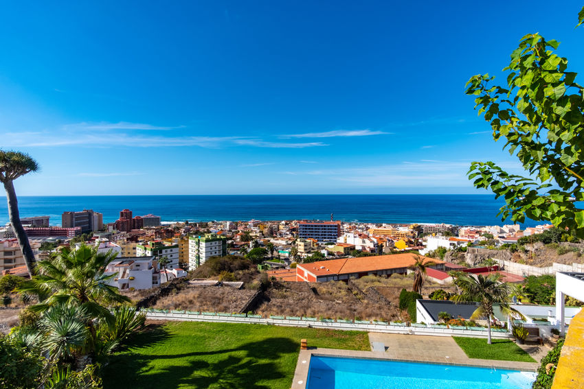 Puerto de la Cruz in the sign of plants and flowers. This week, from October 15 to 21, 2018, the town of Puerto de la Cruz, located on the north coast of Tenerife, is characterized by flowers, flowers and plants. Guided tours through gardens, lectures and botany events take place all over the city. This one-week event is about the flora of the Canary Islands, especially Tenerife. What few know: Here on the island there are almost 500 only on Tenerife occurring and unadulterated plants. Today on the second day I visited the extensive parks on the mountain Taoro. I photographed these pictures of the vegetation and the view of the city today on the 16th of October. More pictures and information will follow later this week. Park Puerto De La Cruz Teneriffa Tenerife Taoro Taoro Park Plants Flowers Flora Botany Garden Touristic Travel Palms Traveling Tourist Destination Travel Photography Landscape_Collection Landscape_photography Sea Building Exterior Built Structure City TOWNSCAPE Cityscape
