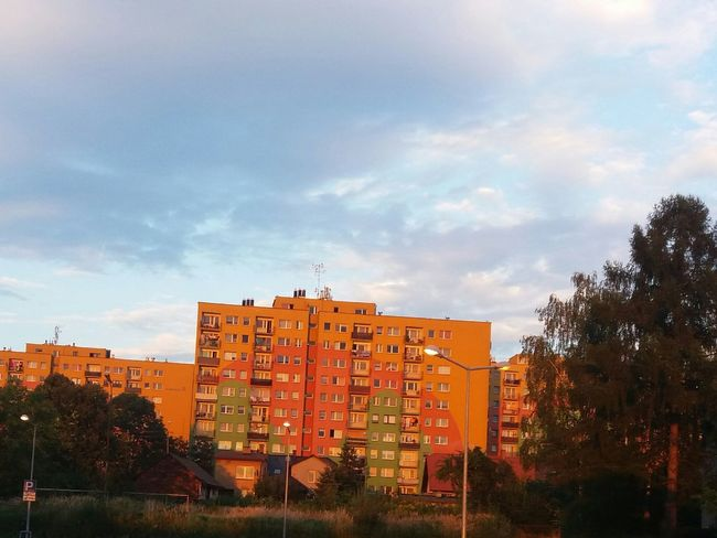 Orange Pink No Filters  Sun Clouds Sunshine Colour Colours Settlement House Nice Day Nice Weather God Is Great Good Day :)