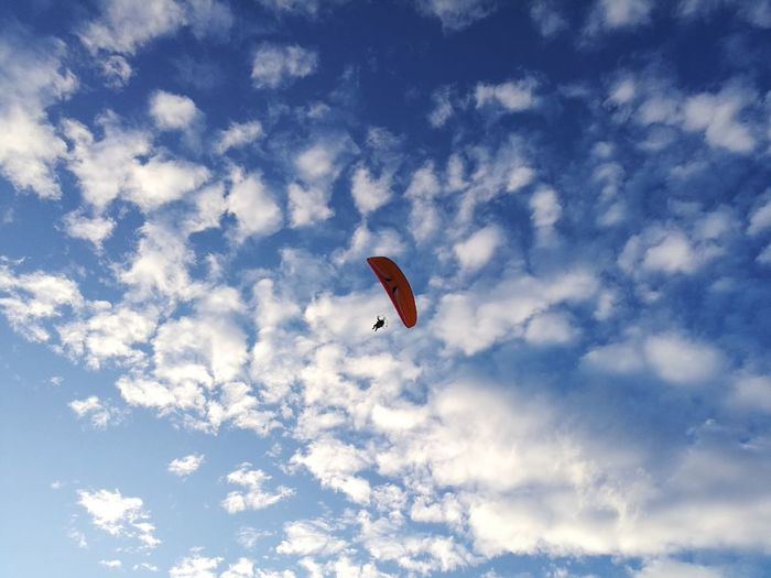 HuaweiP9 Flying Mid-air Extreme Sports Gliding Motion Paragliding Sky Low Angle View Parachute Leisure Activity Adventure Sport Outdoors Day Full Length People Nature One Person Adult Motorparagliding One Man Only Cloud - Sky Go Higher
