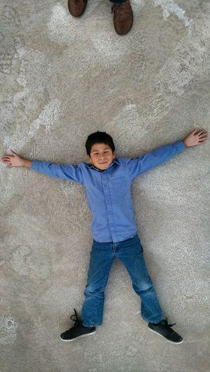 Sueña que el mundo es tuyo..!! Enjoying Life My Little Brother ❤ Smartphone