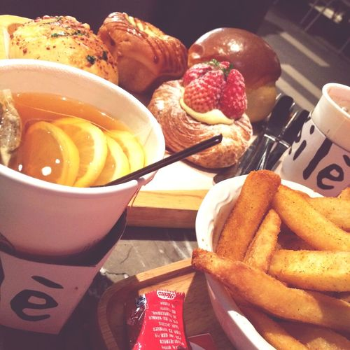 Tea Is Healthy On A Date Caffì¬ Americano Relaxing Meeting Friends