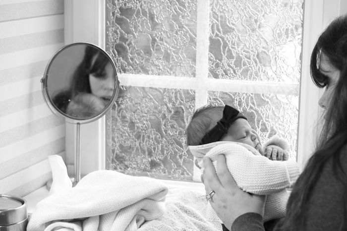 Bebe Apprendre à Observer Apprendre La Photo Bonheur Happy February 2017 Love Amour Canonphotography Moment Photography Mother And Her Baby Girl Baby Girl 1 Week Complicité Intimity
