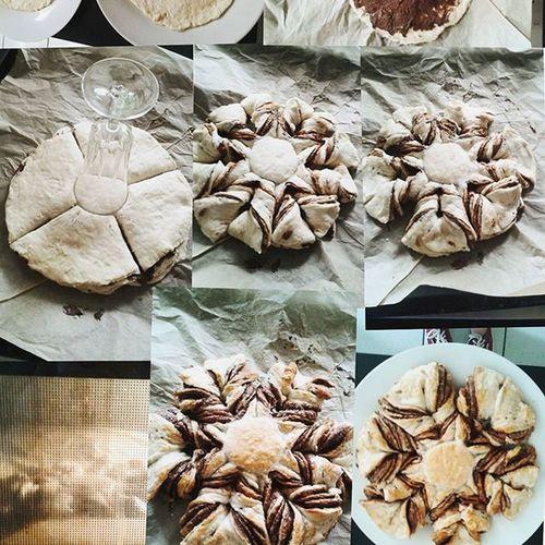 Gestern einen Nutellazupfkuchen gemacht Als erstes Hefeteig in vier Teile schneiden und jeden teil kreisrund (am besten mit einem Teller als schablone) ausschneiden und beiseite legen, dann die Kreise aufeinanderschichten mit Nutella zwischen den Schichten Jetzt ein Glas auf die Mitte stellen und außen herum in zwölf pizzastücke schneiden Zwischen die Taschen greifen und zwei mal drehen, zwei Stücke immer zusammenstecken und die Ecken verbinden Am Ende noch mit ein eiweißschaum bestreichen, bei 180° 15minuten in den Ofen und fertig :) Liosnapshot Lecker Ungesund Foodporn :D Yummi Unhealthy Food Essen Backen DIY Doityourself