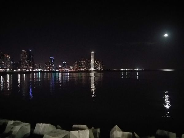 Luna Espectante Samsungphotography Samsung Galaxy A5 Samsunga5 Sinfiltro Night Reflection Illuminated City Architecture Outdoors No People Building Exterior Water Cityscape Sky EyeEmNewHere An Eye For Travel The Graphic City