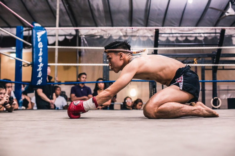 Wai Kru (II) Sport Healthy Lifestyle Exercising Strength Men Young Adult Determination Vitality Young Men Lifestyles Adult Sports Training Muscular Build People Boxing - Sport Athlete Effort Muay Thai Wai Kru Tradition Culture Respect Fitness Fighter The Traveler - 2019 EyeEm Awards