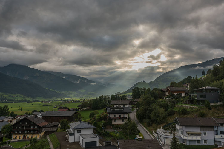 Berge Bewölkung Himmel Piesendorf Pinzgau Salzburger Land Sonnenstrahlen Wetter Wolken Wolkendecke Österreich