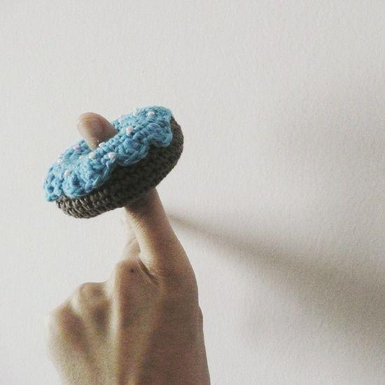 Este Donnut de Crochet puede ser un llavero, un adorno de movil o un broche!! Crochetsweets Cotton Sweet Ganchillo Llavero Artesania Handmade Senshoku Handmadewithlove KAWAII