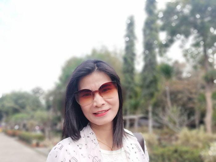 2018.12.8 Sunglasses JiraOn🌏 Young Women Portrait Beautiful Woman Human Lips Beauty Smiling Happiness Beautiful People Headshot Cheerful Red Lipstick Winking