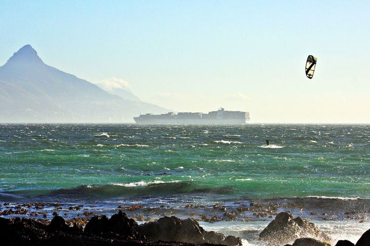 Water Sea Sky Beauty In Nature Scenics - Nature Mountain Nature Sport Motion Land Paragliding Aquatic Sport Extreme Sports Flying Outdoors Kiteboarding No People Beach Lions Head, Cape Town BloubergStrand