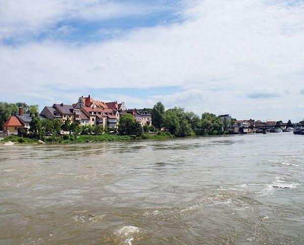 Beautiful View of the Donau Danube River . near the Citycenter . Regensburg Germany Deutschland . Taken by my Sonyalpha DSLR Dslt A57 . طبيعة نهر الدانوب ريجنزبرغ المانيا