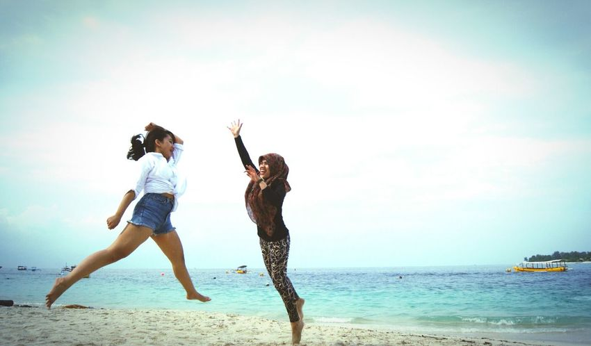 RePicture Friendship Gili Trawangan Lombok INDONESIA Jumping Beach Enjoying Life Eyem Best Shots
