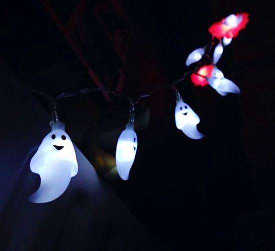 Some ghost's on my bed !! 👻 Ghost Fantasmini Fantasma Fantasmas Darkness Sleeping Bed Buio Oscuridad Oscuro Oscurità Luci Luces