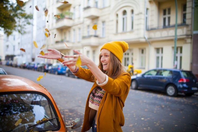 Fall Berlin Check This Out Fall Friends Girl Happy Leaf Orange Street Streetphotography Taking Photos Yellow Colour Of Life