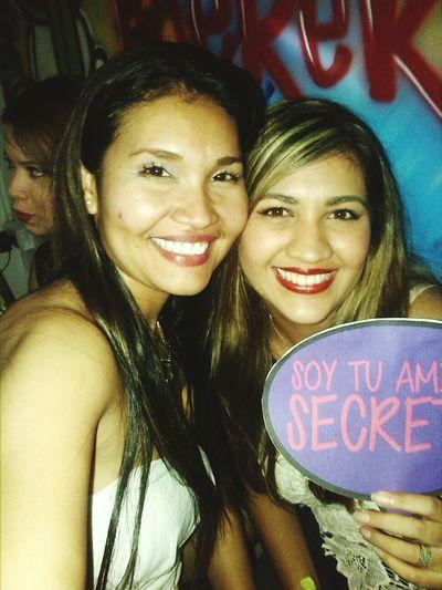 Mi amiga secreta 💜✌🎉 Party Time! Amigo Secreto Coworkers Surprise Gift Friends ❤ Selfie ✌