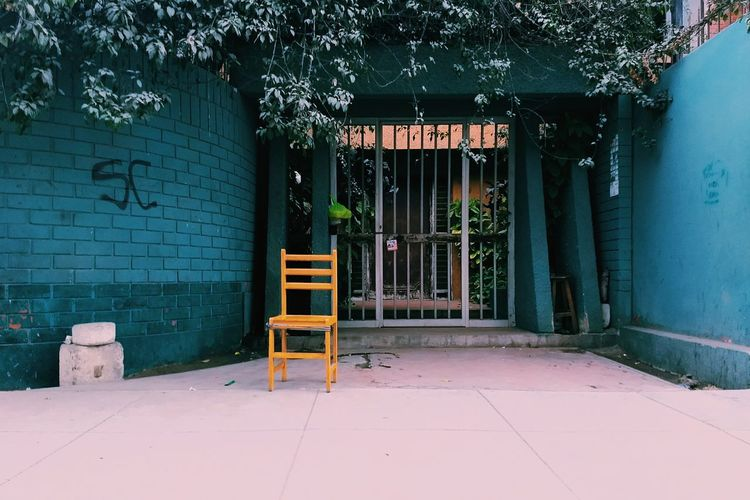 Back in five VSCO Streetphotography Ways Of Seeing Lima Perú Architecture Built Structure Entryway Gate Street Art The Street Photographer - 2018 EyeEm Awards The Still Life Photographer - 2018 EyeEm Awards