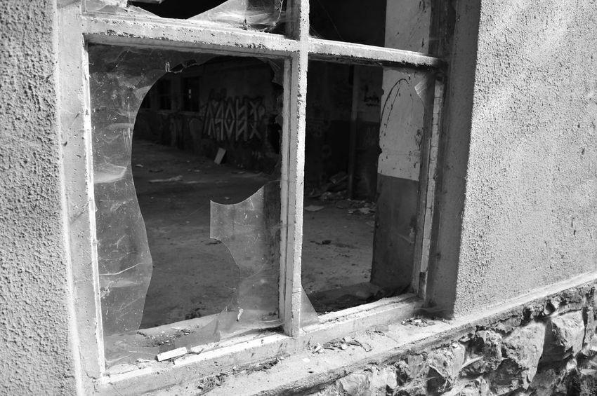 Broken window Black & White Damaged Architecture Blackandwhite Built Structure Damaged No People Weathered Window