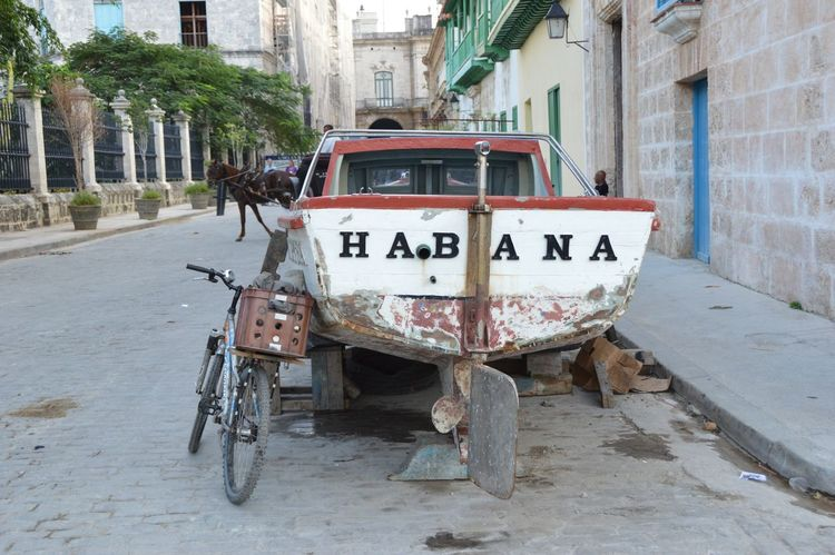 Bizarre City Composition Crazy City Culture Habana Cuba  Outdoors Snapshots Of Life