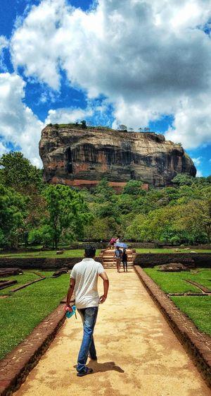 Sigiriya - Historical travel destination in srilanka The Traveler - 2018 EyeEm Awards Men Working Field Full Length Sky Architecture Cloud - Sky Historic Ancient Civilization Archaeology Ancient Old Ruin Ancient History History