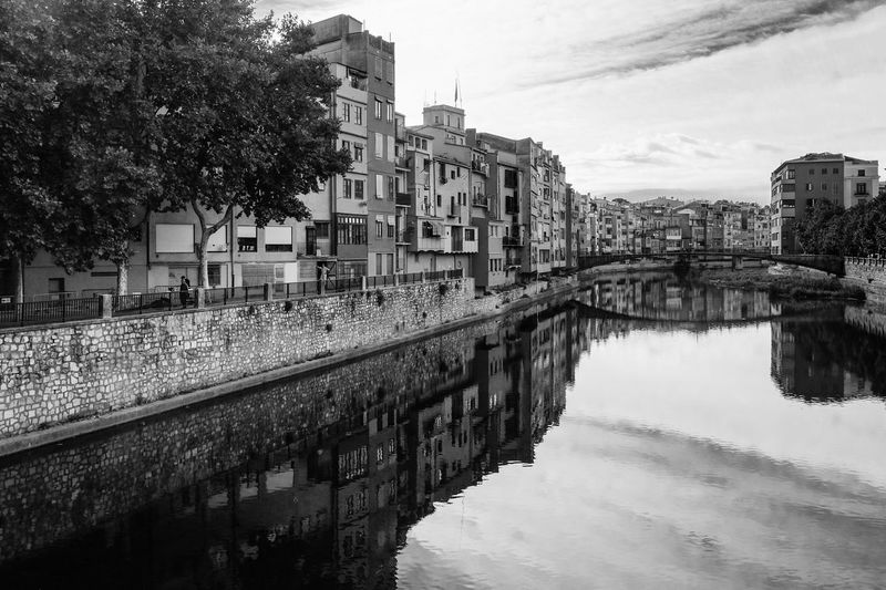 Girona, Spain. Cityscapes SPAIN Girona River Riverside España Building Cityscape Monochrome Blackandwhite Traveling Travel Photography Streetphotography Reflection EyeEm Bnw Beautiful City