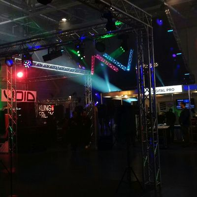Arts Culture And Entertainment Nightlife Night Illuminated Music Performance Nightclub Popular Music Concert Stage - Performance Space Crowd People Outdoors Adult Technic Sound Soundtech Voice Electro DB Technology Lights Lamps Drum Guitar Stage